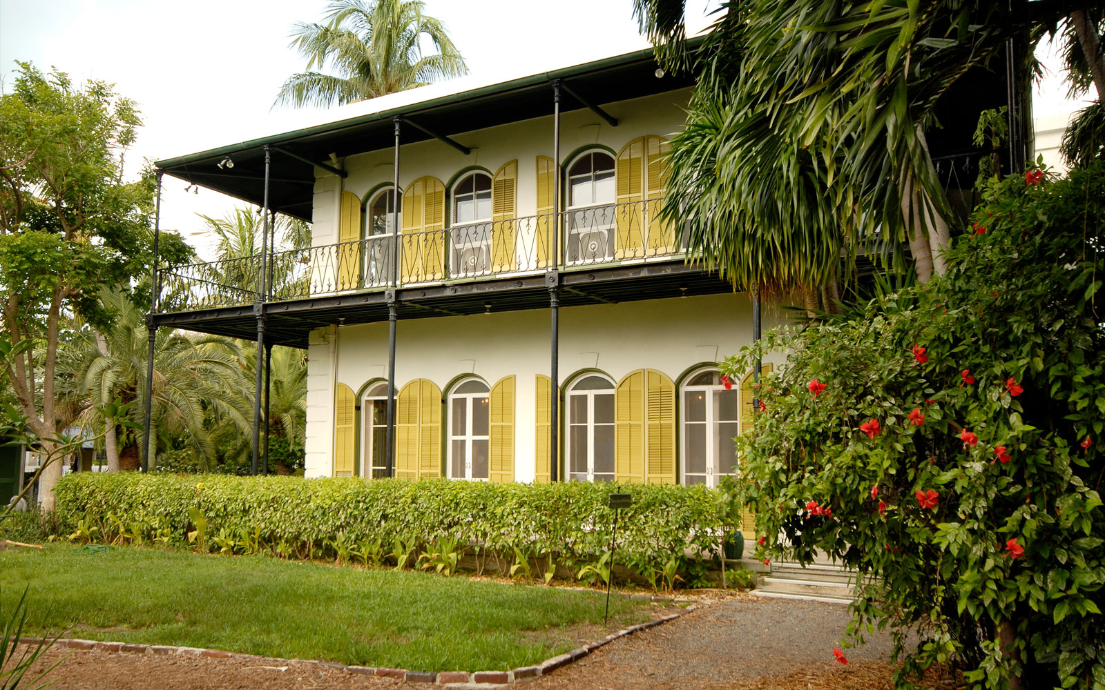 Ernest hemingway home key west literary greatness and cats for Bath house key west